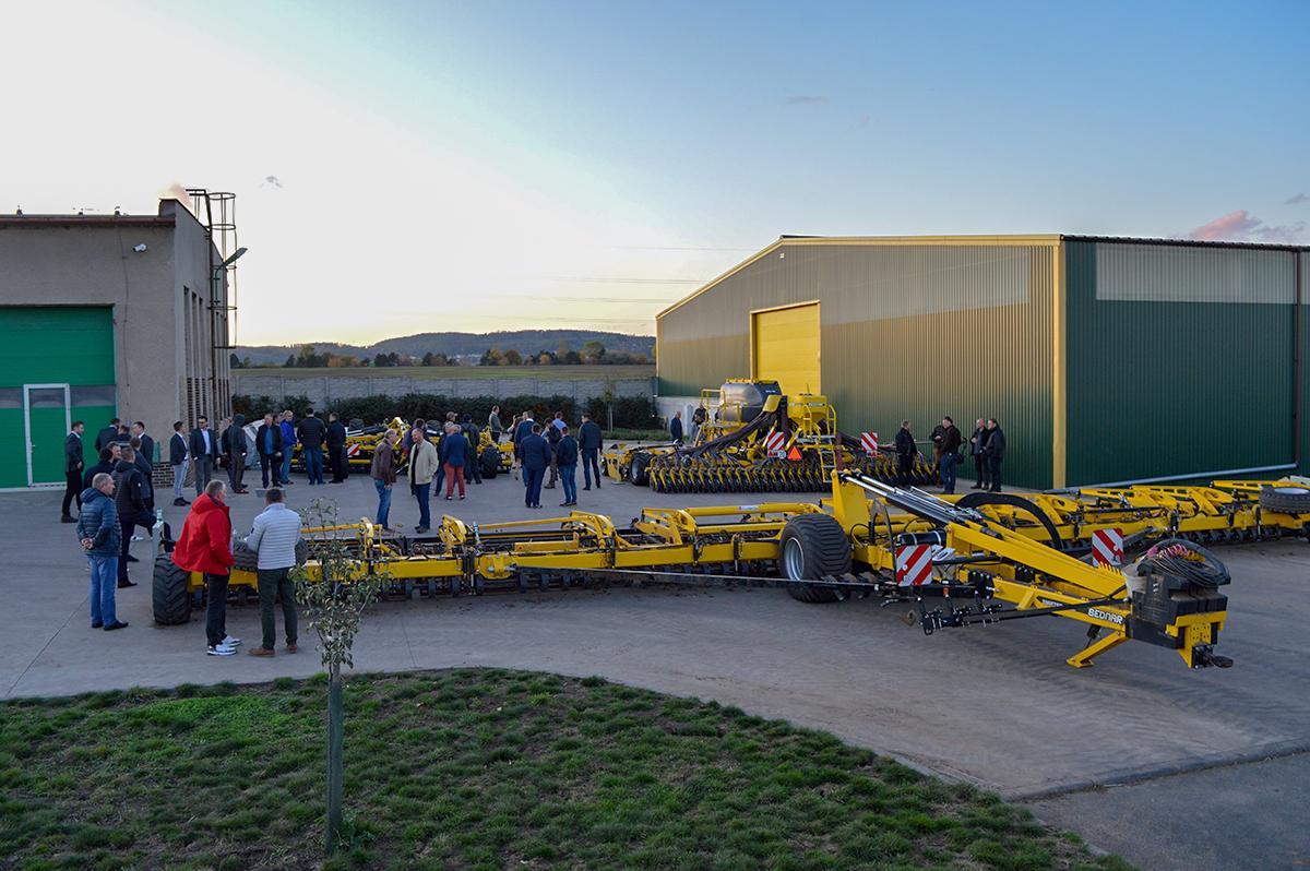 Флагманська модель - 18-метровий Swifter